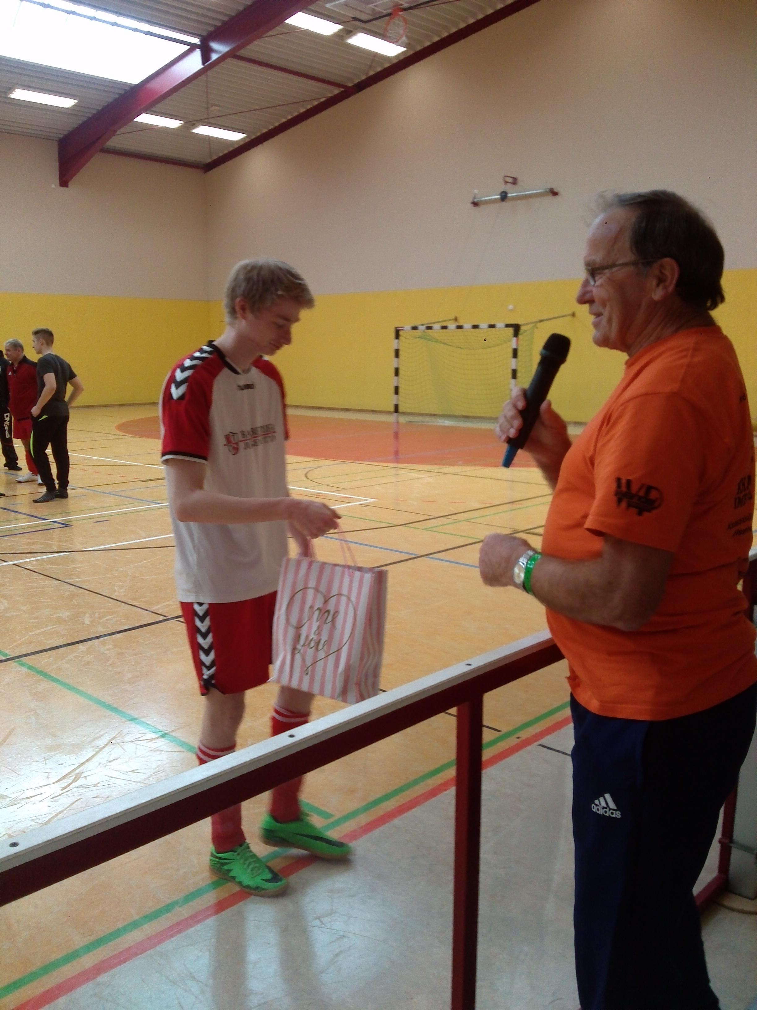Ulli Lange - Vorsitzender des SFV nimmt die Siegerehrung vor