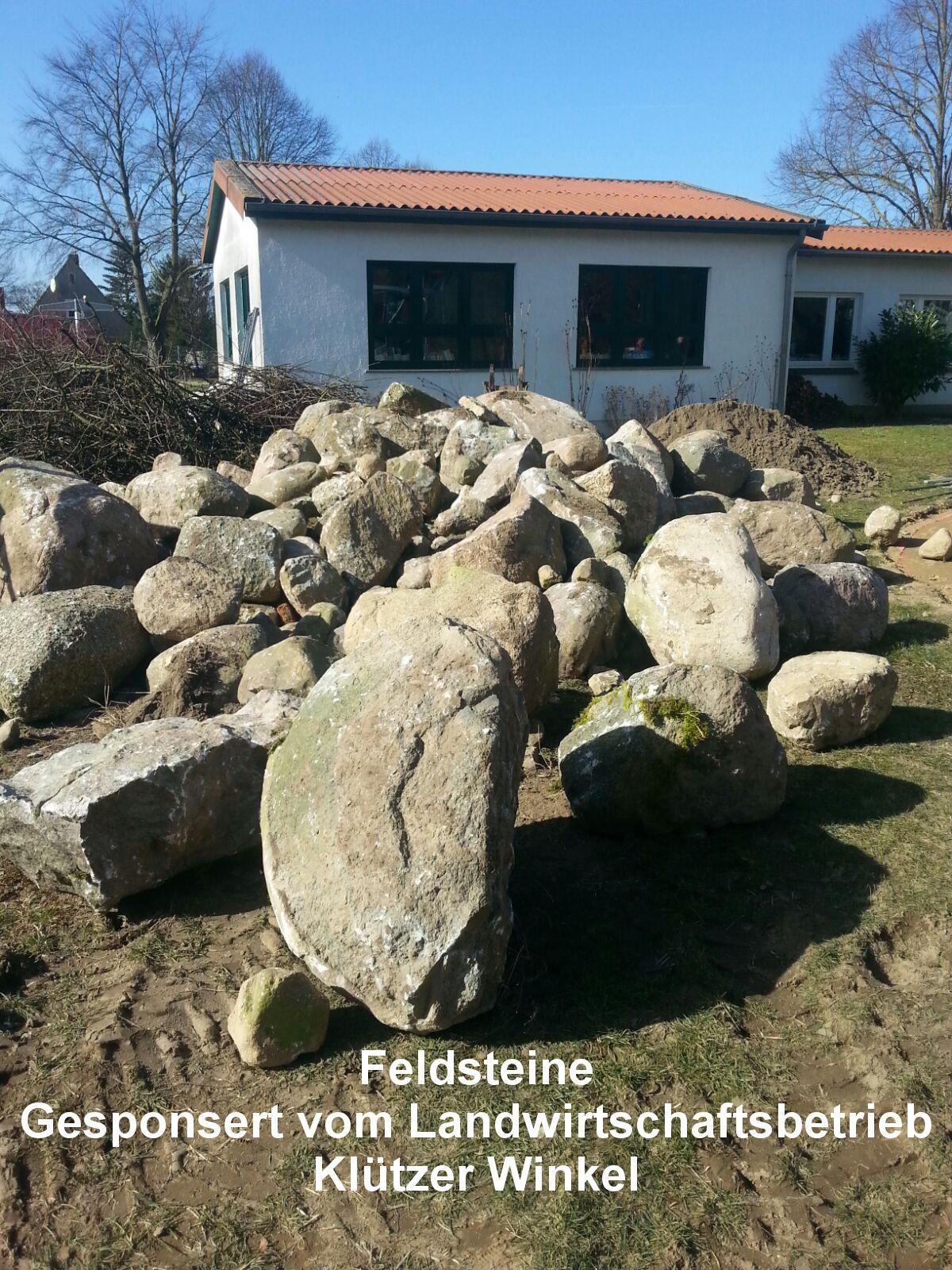 9 Feldsteine, gesponsert vom Landwirtschaftsbetrieb Klützer Winkel